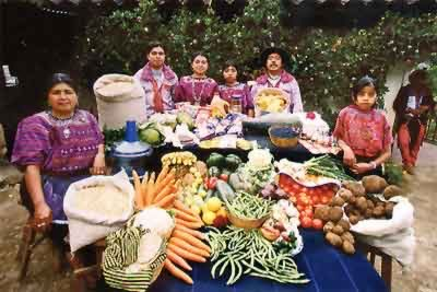 [photo of Guatemalan family with a lot of fresh produce]